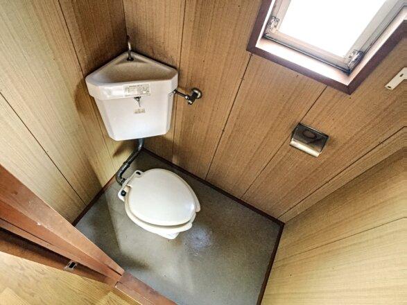 窓のあるトイレです。