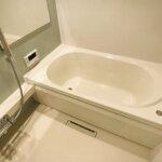 追い炊き機能・浴室乾燥機設備付きのバスルームです。